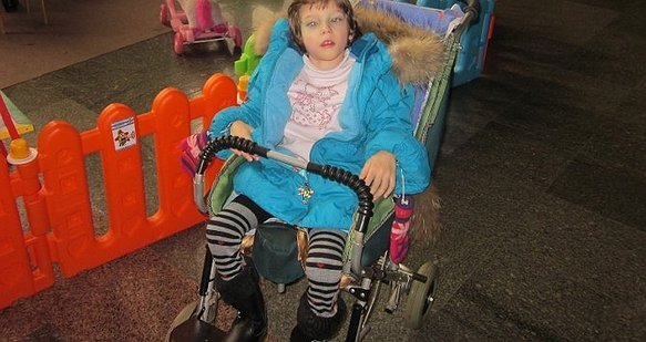 8-річна Віка хоче зробити свій перший крок