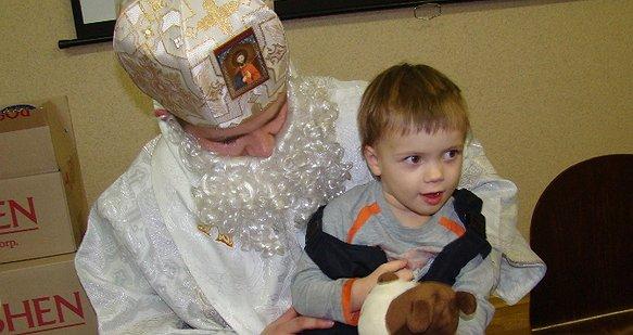 Стань дитині святим Миколаєм!