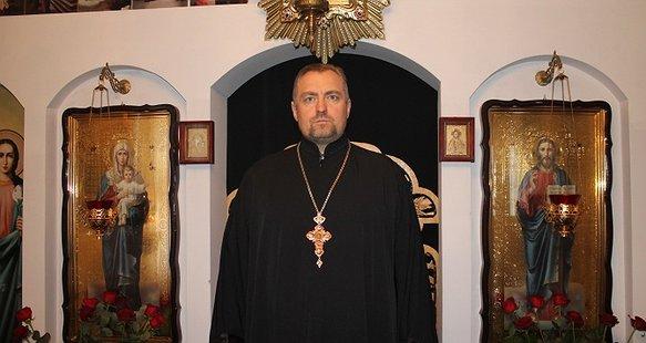 Врятувати життя священнику