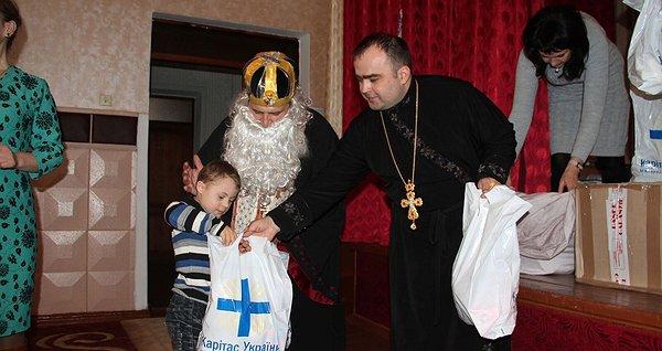 Шукаємо помічників Святого Миколая