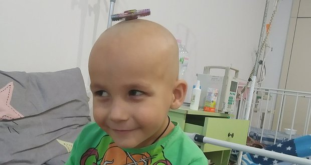 Нікіті потрібна допомога в лікуванні раку